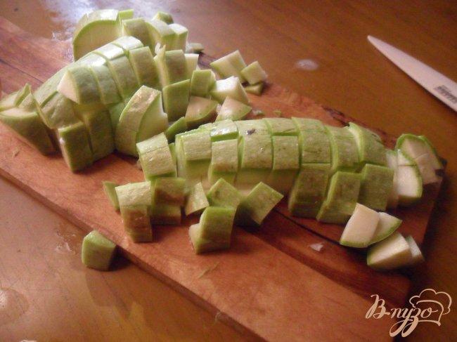 Фото приготовление рецепта: Суп с фрикадельками и цветной капустой шаг №4