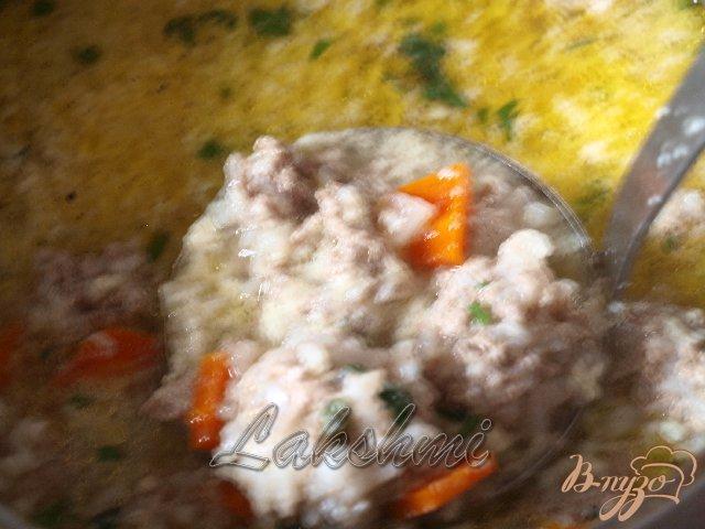 Фото приготовление рецепта: Греческий суп с фрикадельками шаг №3