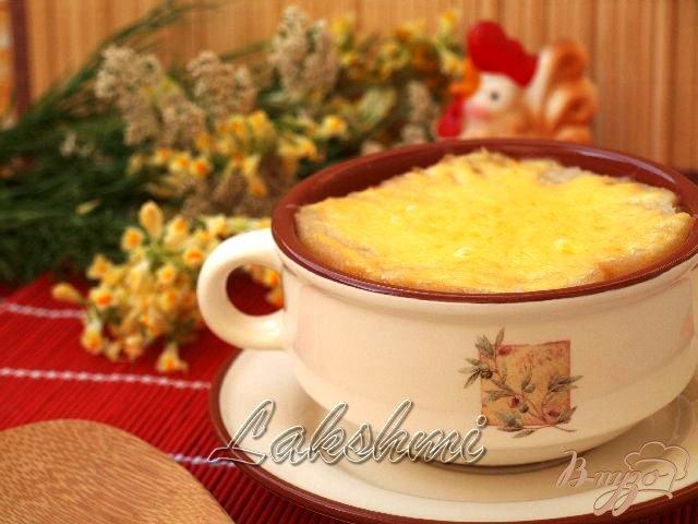 Фото приготовление рецепта: Томатный суп с сырной корочкой шаг №3