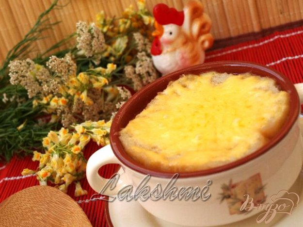 фото рецепта: Томатный суп с сырной корочкой