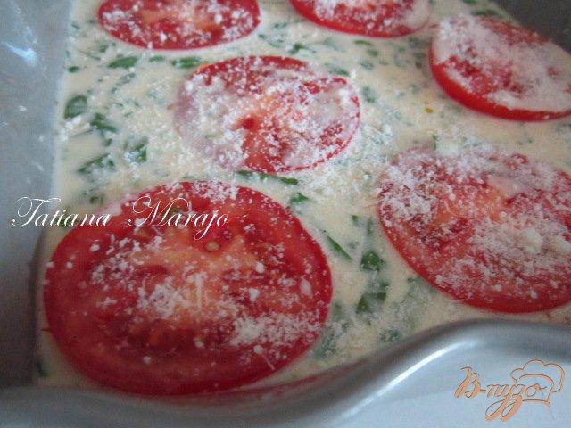 Фото приготовление рецепта: Клафути с томатами и базиликом шаг №3