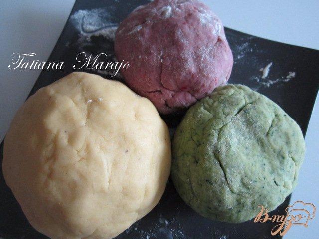 Фото приготовление рецепта: Разноцветное печенье шаг №4