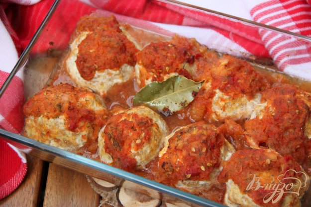 Рецепт Куриные тефтели с творогом и цуккини под томатным соусом