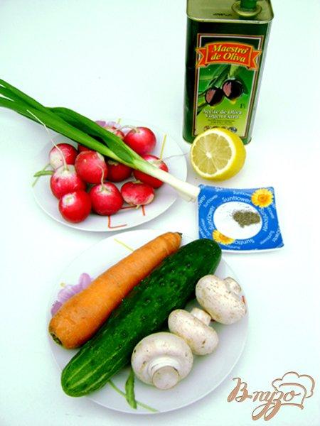 Фото приготовление рецепта: Овощной салат со свежими шампиньонами шаг №1