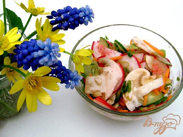 Фото приготовление рецепта: Овощной салат со свежими шампиньонами шаг №3