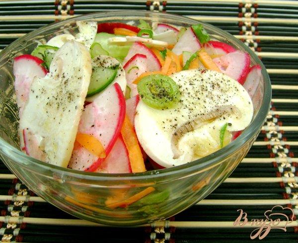 фото рецепта: Овощной салат со свежими шампиньонами