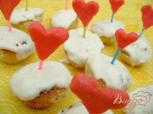 фото рецепта: Десертные кексы с белым шоколадом и розмарином