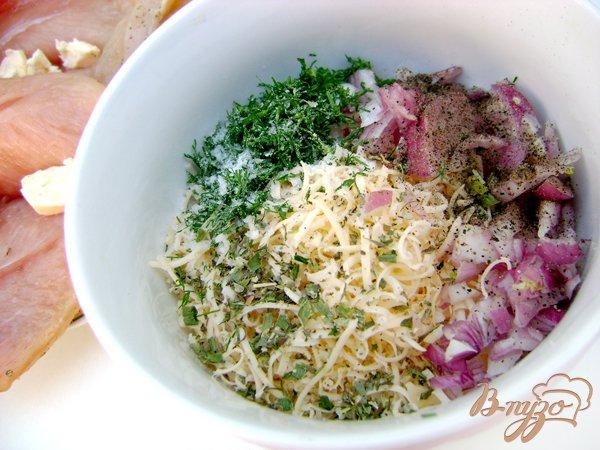 Фото приготовление рецепта: Куриное филе с сыром в кунжутной панировке шаг №2