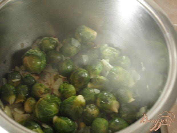 Фото приготовление рецепта: Суп с брюссельской капустой шаг №2