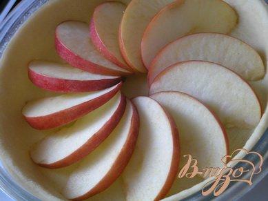 Открытый пирог с яблоками и смородиной
