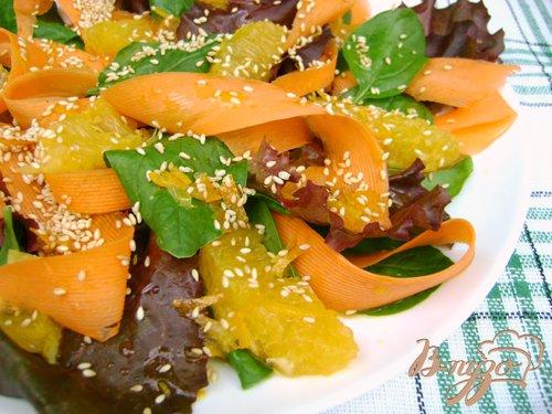Рецепт Салат «Яркое лето» со шпинатом, морковью и апельсином