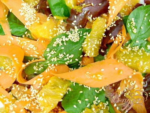 Салат «Яркое лето» со шпинатом, морковью и апельсином