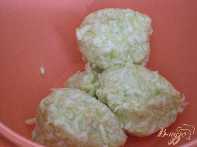 Фото приготовление рецепта: Оладьи из кабачков. шаг №2