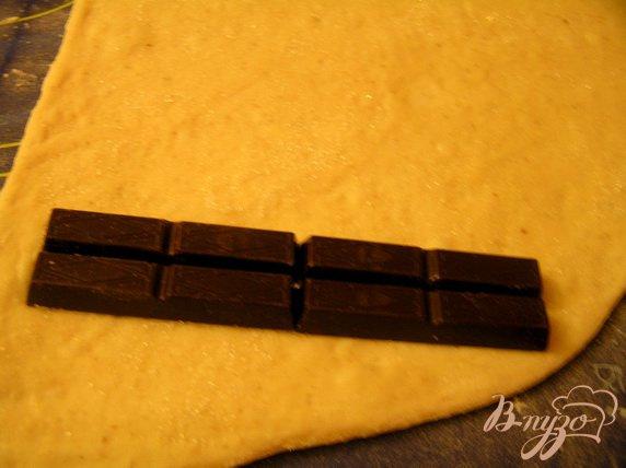 Фото приготовление рецепта: Десертный батон с шоколадом шаг №2