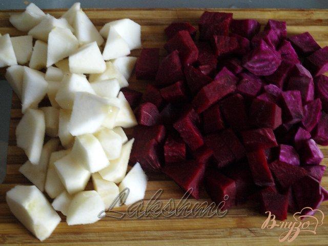 Фото приготовление рецепта: Крем-борщ из яблок и свеклы шаг №2
