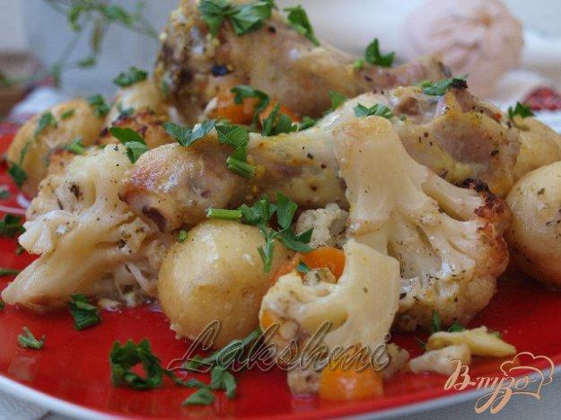 фото рецепта: Курица с молодым картофелем и цветной капустой запечённые в рукаве