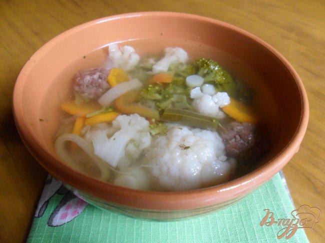 Фото приготовление рецепта: Летний суп с фрикадельками шаг №7