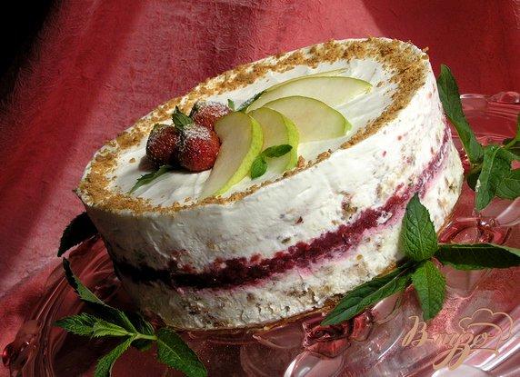 Рецепт Торт-мороженое с безе и красными ягодами