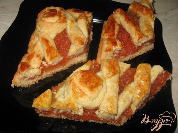 фото рецепта: Пирог из песочного теста с айвой