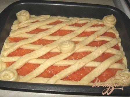 Пирог из песочного теста с айвой