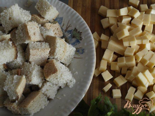 Фото приготовление рецепта: Запеканка из кабачков с сыром и белым хлебом. шаг №1