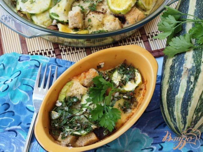 Фото приготовление рецепта: Запеканка из кабачков с сыром и белым хлебом. шаг №4