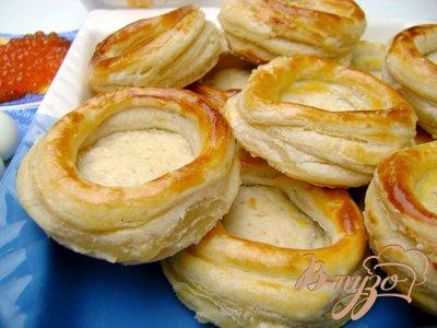 Сырная закуска в слоёных корзинках с красной икрой