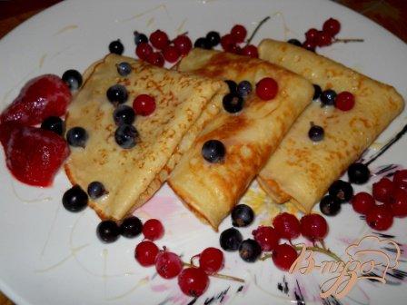Заварные блины с ягодами и сгущенкой