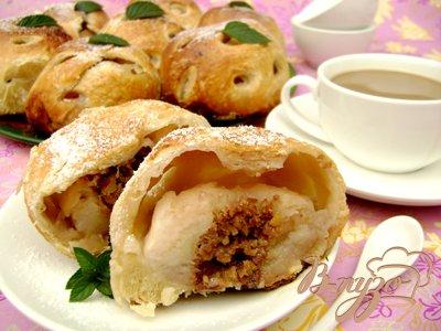 """Яблоки, фаршированные орехами и мёдом, в слоёной """"шубке"""""""
