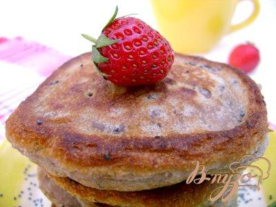 Клубнично-маковые десертные оладьи