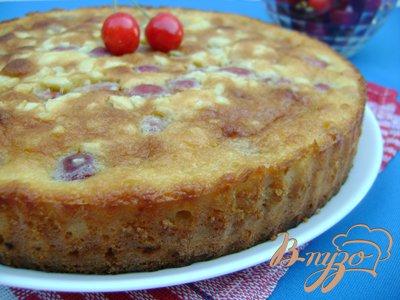 фото рецепта: Миндально-черешневый пирог с заливкой