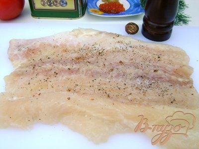 Рыба, фаршированная шпинатом, с горчичным соусом