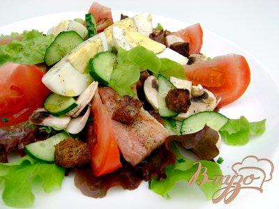 """Салат с овощами, гренками и оливковой заправкой """"Гранд"""""""