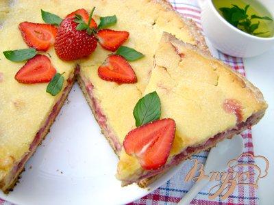 Летний творожный пирог с клубникой