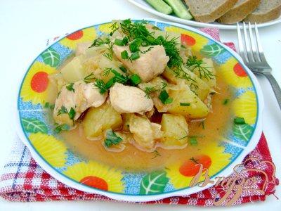 фото рецепта: Картофель, тушенный с курицей и капустой