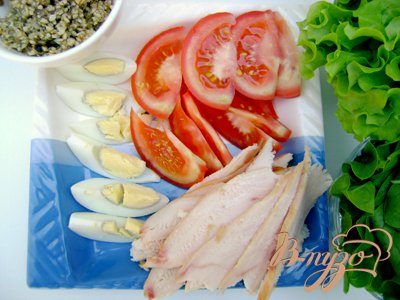Вкуснейший салат с копчёным мясом и миндалём