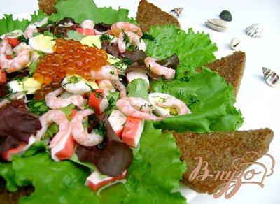 Рецепт Салат «Нептун» с листьями салата, морепродуктами и красной икрой