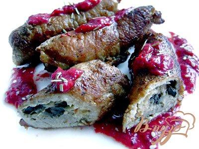 Рецепт Свиные рулетики под клюквенным соусом