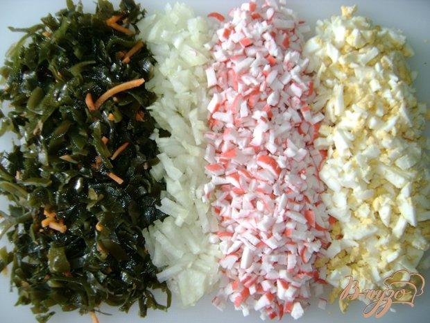 Салат из крабовых палочек и морской капусты