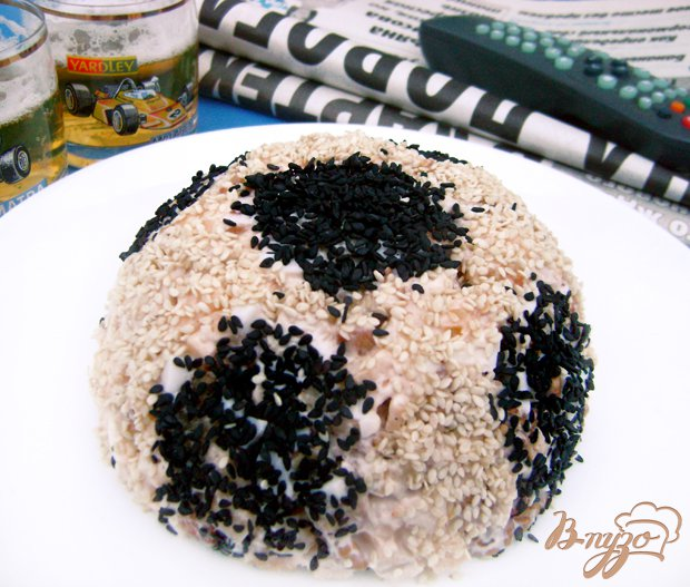 Фото приготовление рецепта: Салат «Футбольный мяч» шаг №4