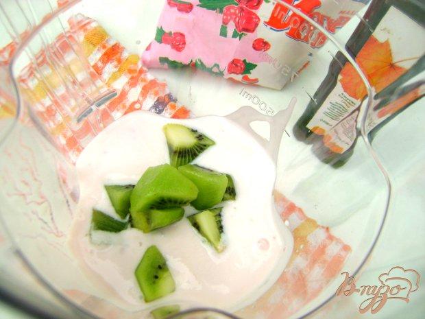Фото приготовление рецепта: Йогуртовый коктейль с кислинкой:) шаг №1