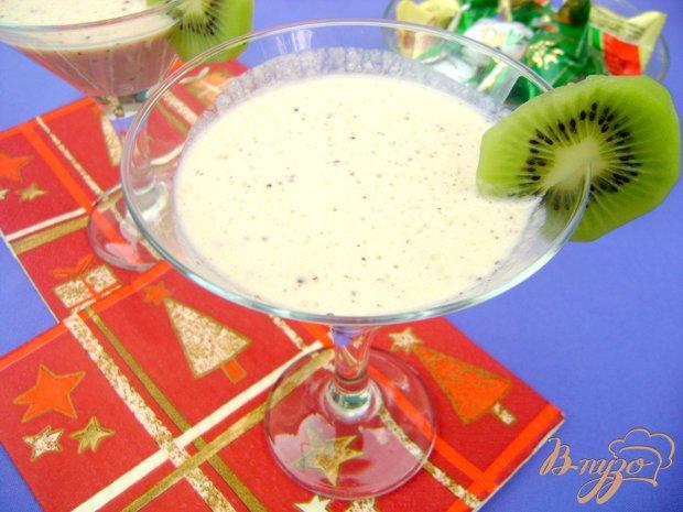 Фото приготовление рецепта: Йогуртовый коктейль с кислинкой:) шаг №4