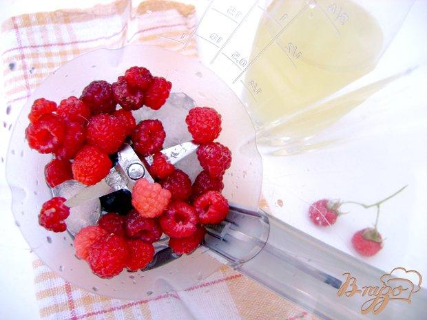 Фото приготовление рецепта: Освежающий коктейль «Малинка-Ананас» шаг №1