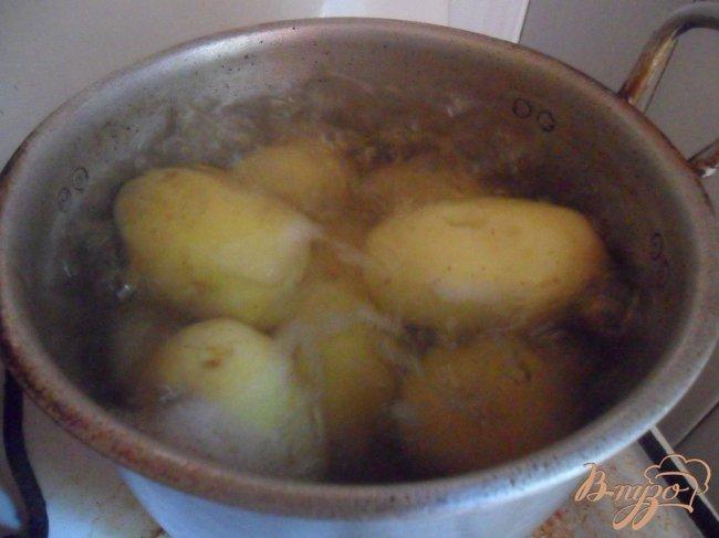 Фото приготовление рецепта: Картофельные зразы с грибами и грибным соусом шаг №1