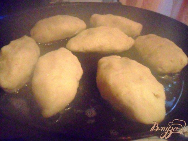 Фото приготовление рецепта: Картофельные зразы с грибами и грибным соусом шаг №7