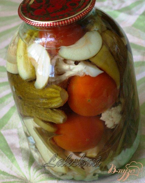 Фото приготовление рецепта: Овощное ассорти на зиму шаг №3