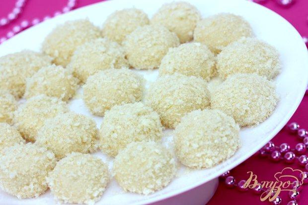 Фото приготовление рецепта: Конфеты из кукурузных палочек и сгущённого молока шаг №4