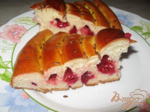 Кольцевой пирог с вишней