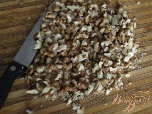 Брюссельская капуста с кунжутом и грецкими орехами