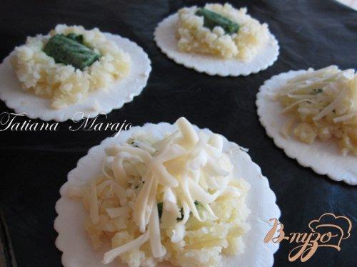 Слойки с картофелем, сыром и шпинатной серединкой